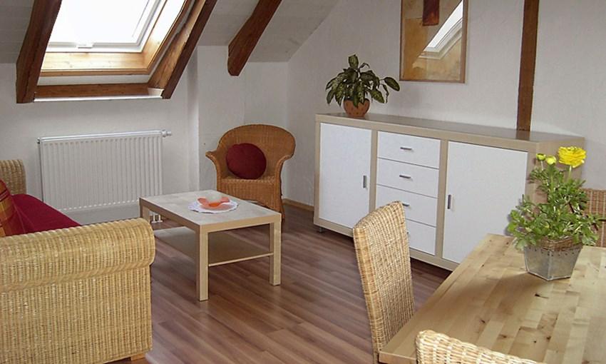 dualhome 2 zimmer wohnung komplett m bliert ab bis zu vermieten. Black Bedroom Furniture Sets. Home Design Ideas